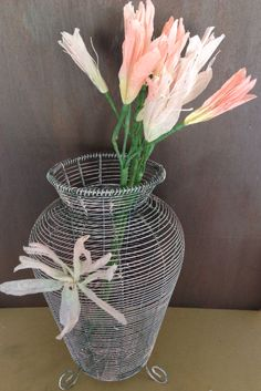 Mamas girls made this wire vase with pink touch!