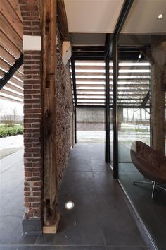 Space between glass and wall (garten side) Contemporary Architecture, Interior Architecture, Petra, Modern Barn House, Home Structure, Style Rustique, Pergola, Adaptive Reuse, Build Your Dream Home