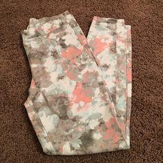 Bethany Mota floral legging Bethany Mota floral legging, worn once, super soft, elastic waist with faux pockets. Aeropostale Pants Leggings