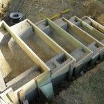 Eine Treppe aus Stahlbeton A staircase made of reinforced concrete Outdoor Projects, Garden Projects, Horticulture, Retaining Wall Steps, Building Stairs, Outdoor Steps, Garden Stairs, Concrete Stairs, Hillside Landscaping