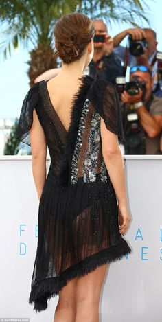 Natalie Portman flashes her underwear in sheer beaded dress at Cannes - Celebrity Fashion Trends Natalie Portman Closer, Natalie Portman Hot, Nathalie Portman, Hot Tattoo Girls, Sunday Outfits, Beyonce Style, Tv Girls, Princesa Diana, Cannes Film Festival