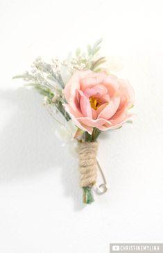 Wedding Flowers For Groomsmen Lights - diy blush boutonniere! Prom Flowers, Diy Wedding Flowers, Floral Wedding, Wedding Bouquets, Flower Diy, Wedding Ideas, Groomsmen Boutonniere, Rose Boutonniere, Boutonnieres
