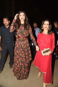 Deepika Padukone with mom Ujjala Padukone walking holding hands. The mother-daughter duo were clicked at the Lakme Fashion Week Summer/Resort 2015 opening show held in Mumbai on Tuesday. Indian Gowns, Indian Attire, Pakistani Dresses, Indian Wear, Indian Wedding Outfits, Indian Outfits, Mahira Khan Dresses, Simple Frocks, Lakme Fashion Week 2015