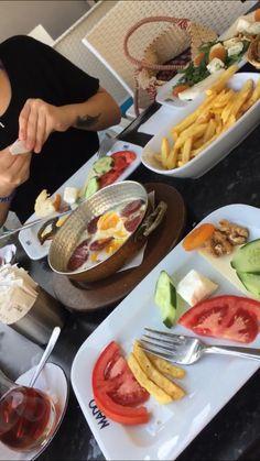 Fake Instagram, Story Instagram, Food N, Food And Drink, Snap Food, Date Dinner, Food Photo, Food Pictures, Food Inspiration