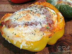 Low Carb Lasagna Stuffed Peppers - All the flavors of rich and cheesy lasagna without all the carbs! Even better, it is also gluten free. Gluten Free Recipes, Low Carb Recipes, Cooking Recipes, Healthy Recipes, Healthy Eats, Diabetic Recipes, Healthy Foods, Simple Recipes, Unique Recipes