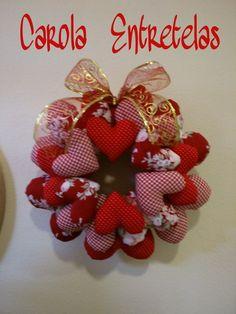 Corona de corazones de tela