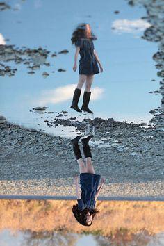 Self-portrait by Natsumi Hayashi aka Yowayowa Camera Woman, the queen of levitation photography Levitation Photography, Reflection Photography, Perspective Photography, Creative Photography, Photography Tips, Portrait Photography, Pinterest Photography, Amazing Photography, Fashion Photography