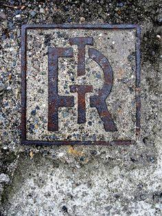 Manhole Cover Detail | Benoit Furet - Anachropsy