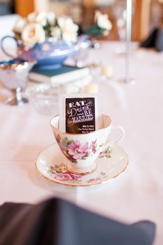 Shower your guests with packets of tea and pick your favorite blends, or even create your own specifically for this special occasion.                  Source: Mon Petit Studio