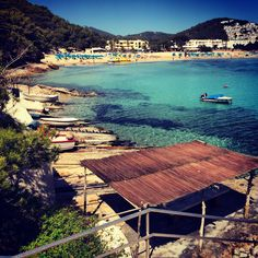 Another beautifull beach on Ibiza is Cala Llonga. The beach with a lot of boats is the typical ibiza style. Definitely a Ibiza hotspot you have to visit!