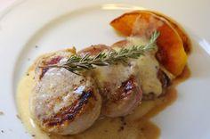 Fentdetutto: Solomillo de cerdo en salsa de queso gorgonzola-mascarpone y stilton con mango con melocotón rojo