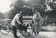 """Walls ice cream vendor, Acton It is now officially hot enough to complain how hot it is. Vintage Pictures, Old Pictures, Old Photos, Vintage London, Old London, 1920 London, London History, British History, Walls Ice Cream"