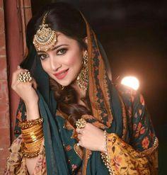Bridal Dupatta, Pakistani Bridal Dresses, Punjabi Wedding, Stylish Dress Designs, Iranian Women Fashion, Cute Girl Poses, Indian Gowns Dresses, Indian Beauty Saree, Indian Lehenga