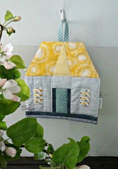 Quilted house potholder