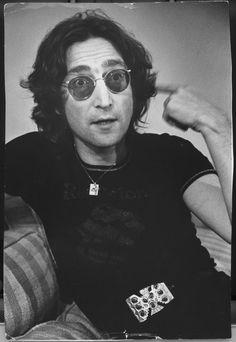 John Lennon in 1974. (photo by Tony Barnard / Los Angeles Times)