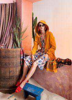 Вдохновением для новой летней коллекции от Alena Goretskaya стала Африка. Это яркая цветовая палитра, смешение стилей, анималистические и этнические принты, натуральные материалы, фурнитура и, конечно же, авторские аксессуары, которые дополнили и завершили образы, ярко отражающие стиль коллекции. #alenagoretskaya #аленагорецкая #лето2020 #летнийобразженский #летнийобраз #тренды2020 #мода2020 #летнийобразнаработу #весна2020 #африка #образналето #платье #аксессуары2020 #аксессуары #куртка…