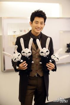 I seriously want those rabbit emotion dolls from Cheondamdong (?) Alice...Park Shi Hoo would be nice to have too lol