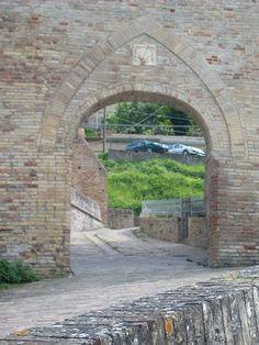 Porta delle Fonti. Morrovalle (mc)
