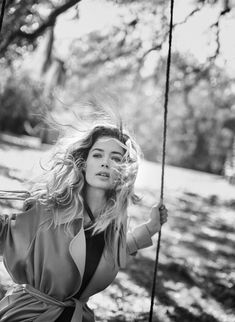 Doutzen Kroes heads to the Louisiana bayou for the pages of Vogue US' February 2018 issue. In front of the lens of Peter Lindbergh, the Dutch model joins h Kids Fashion Photography, Photography Women, Children Photography, Amazing Photography, Portrait Photography, Photography Ideas, Peter Lindbergh, Doutzen Kroes, Vogue Korea