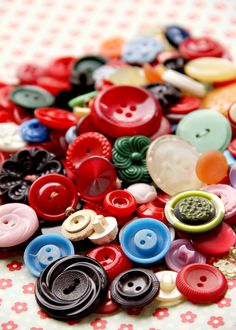 Vintage Buttons reminds me of my grandmother :) I miss her
