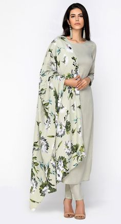 Abstract Digital Print Suit Set Pick your favorite from huge variety of Indian Salwaar Suit & Saree Collection. Kurta Designs Women, Salwar Designs, Kurti Designs Party Wear, Printed Kurti Designs, Pakistani Dresses, Indian Dresses, Indian Outfits, Indian Attire, Indian Wear
