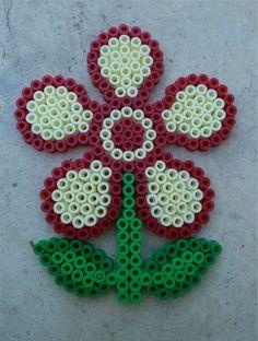 Une fleur en perles Hama