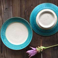 やちむん ペルシャ釉リム皿(7寸)/宮城正幸 Japanese Ceramics, Okinawa, The Dish, Glass Design, Food Presentation, Food Photography, Projects To Try, Porcelain, Pottery