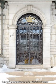 Click to see a whole bunch of lovely doors.