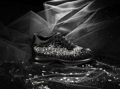 Fragments of bright, transparent stones suggest the passing of a shooting star in the dark. To make this shoe stand out for its elegance and style, the hand-worked embroidery on the upper part is enriched by a refined combination of cuvette sequins, micro-pearls, strass and crystal-coloured Swarovski stones.