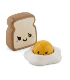 kawaii and cute products or gadgets Adorable and practical products Adorable salt pepper shaker. Cute Kitchen, Vintage Kitchen, Kitchen Dining, Kitchen Stuff, Kitchen Things, Vintage Design, Retro Vintage, Egg Toast, Salt And Pepper Set