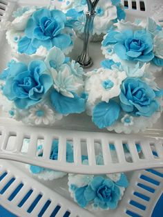 Turquoise Blue & White  #wedding cupcakes ... Wedding ideas for brides, grooms, parents & planners ... https://itunes.apple.com/us/app/the-gold-wedding-planner/id498112599?ls=1=8 … plus how to organise an entire wedding ♥ The Gold Wedding Planner iPhone App ♥
