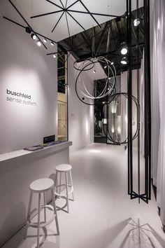 Visitors to the buschfeld stand at Light+Building were able to witness the potential of Freestyler. In an initial collection consisting of huge cubes, spheres, chandeliers and star-shaped structures. Light Building, Star Shape, Cubes, Chandeliers, Ceiling Lights, Collection, Home Decor, Transitional Chandeliers, Chandelier