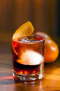 In this video recipe for a Negroni, Clover Club owner Julie Reiner combines gin, sweet vermouth and Campari over ice with an orange twist. Cocktail Recipes, Cocktails, Cooking Classes, Fun Drinks, Bartender, Food Network Recipes, Food Inspiration, New Recipes, Good Food