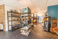 Naast de bakkerij vind je de streekwinkel. Naast heerlijke streekproducten (zoals de echte Limburgse vlaai) en leuke geschenk ideeën vind je hier een ruim assortiment aan kleine boodschappen. Resorts, Liquor Cabinet, Storage, Furniture, Home Decor, Lush, Gift, Purse Storage, Decoration Home