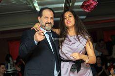 بالصور: خالد الصاوي يرقص ويغني مع زوجته في عيد الحب