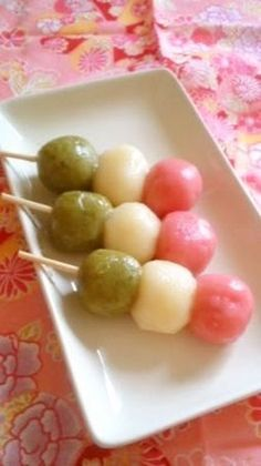 Great for Cherry Blossom Viewing! Chewy and Soft Tri-Coloured Dumplings