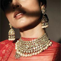 Every uncut Diamond set in Yellow Gold reflects fine, handcrafted precision. The Vaari jhumki earrings and Idaanta necklace by #AnitaDongrePinkCity crafted by @jet_gems #AnitaDongre #AnitaDongreCouture #Jadau #uncutdiamonds #jewellery #bridaljewellery