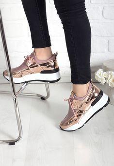 Velerina Gold Bayan Spor Ayakkabı Her gün indirimli Ayakkabı için indirimliayakkabi. Sock Shoes, Cute Shoes, Shoe Boots, Tenis Casual, Casual Shoes, Sneakers Fashion, Fashion Shoes, Women's Sneakers, Stiletto Shoes