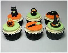 How to Make Halloween Sugarpaste / Fondant Cupcake Topper Cake Decorating Tutorial - Free Cake Videos Fondant Cupcakes, Cupcakes Cool, Easter Cupcakes, Decorate Cupcakes, Cake Decorating Icing, Cake Decorating Tutorials, Decorating Ideas, Halloween Cupcakes, Sparkle Cake
