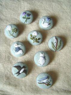 Cross Stitching Embroidery Buttons Bunny Bird Cat Swan Flowers / Kreuzstich Knöpfe Hase Kaninchen Blumen Katze Schwan Vogel