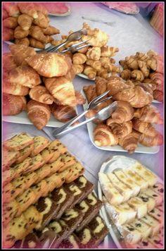 il reparto dolci delle nostre colazioni si arricchisce di brioches di diverse qualità, e dolci al cioccolato e diversi tipi di plum cake...