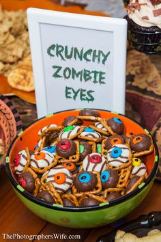 Chocolate Kiss Pretzels-- The Walking Dead Party Ideas Zombie Birthday Parties, Zombie Party, Halloween Birthday, Boy Birthday, Birthday Ideas, Zombie Wedding, 15th Birthday, Halloween Snacks, Ideas