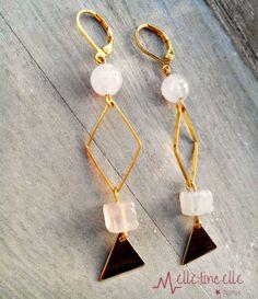 Boucles d'oreille crochet or perles en quartz ronde et cube rose pastel intercalaires losange et breloques triangle : Boucles d'oreille par les-creations-de-melletincelle