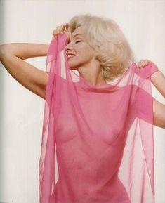 """talesfromweirdland: """"Marilyn Monroe photographed by Bert Stern in """" The Most Beautiful Girl, Beautiful People, Beautiful Women, Marilyn Monroe Photos, Marylin Monroe, Sara Montiel, Divas, Lingerie Fine, Gentlemen Prefer Blondes"""