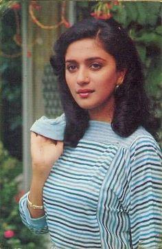 60 Rare Photos of Young & Beautiful Madhuri Dixit Most Beautiful Faces, Most Beautiful Indian Actress, Young And Beautiful, Beautiful Actresses, Madhuri Dixit Hot, Guess The Movie, Bollywood Stars, Bollywood Girls, Bollywood Fashion
