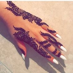 Henna @haleemasartistry she loves making designs up on the spot but it's a struggle not to get carried away 😂 Almost fully booked in summer so please make your bookings as soon as possible to avoid disappointment 😊 #hennaart #hennalove #hennatattoo #henna #hennahand #hennaartist #bridalhennaartist #morecoming #hennainspo #hennainspire #haleemasartistry