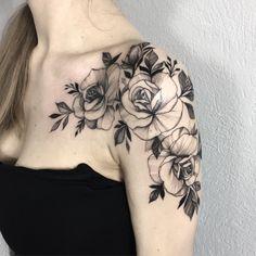 Shoulder Sleeve Tattoos, Girls With Sleeve Tattoos, Shoulder Tattoos For Women, Flower Tattoo Shoulder, Best Tattoos For Women, Black And White Rose Tattoo, White Flower Tattoos, Feminine Tattoo Sleeves, Feminine Tattoos