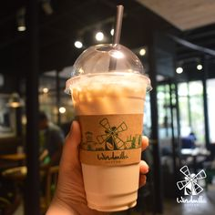 "A ""huge"" glass of Oolong milk tea :3 #windmillscoffee #windmillssaigon #Oolongmilktea #bigsize #oolongbigsize"