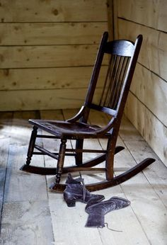 This small chair is a ladies sewing rocker, sometimes called a nursing rocker. #antique #rockingchair