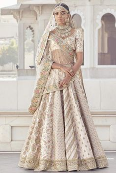Sabyasachi Bridal Lehenga Online on Happy Shappy. Browse trending collection and price range for bridal and wedding. Indian Bridal Outfits, Indian Bridal Wear, Indian Dresses, Bridal Dresses, Indian Wear, Sabyasachi Lehenga Bridal, Indian Bridal Lehenga, Rajasthani Lehenga Choli, Clothes